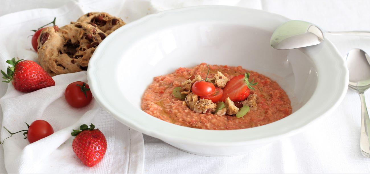 Gazpacho pomodoro fragole e taralli napoletani