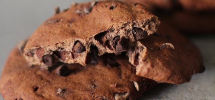 Cookies fit proteici al cioccolato fondente