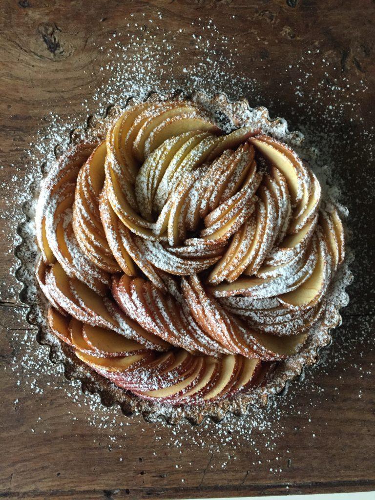Crostata con mele e confettura di frutti di bosco 1
