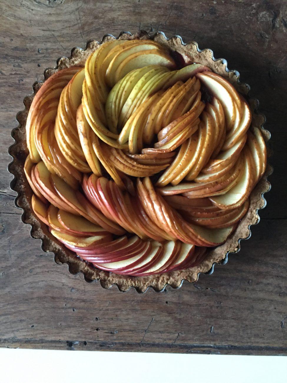 Crostata con mele e confettura di frutti di bosco